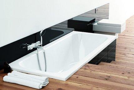 Łazienka, wanna wbudowana  w schody Filon