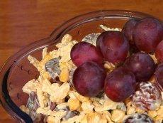 Sałatka serowa z winogronami