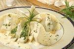 Pierogi ze szpinakiem i sosem rozmarynowym z czosnkiem