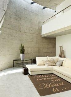 Modernistyczny salon, brązowy dywan