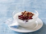 Jogurt z mussli i owocami