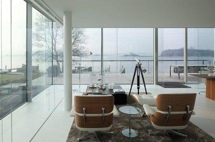 Willa w zachodniej Holandii, widok z salonu na jezioro