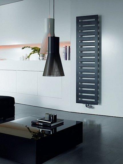 Salon w stylu minimalistycznym, grzejnik Zehnder Metropolitan