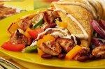 Karnawałowy naleśnik z mięsem Gyros i warzywami