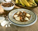 Pierogi z serem i z sosem karmelowym z migdałami