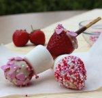 Owocowe szaszłyki z czekoladą