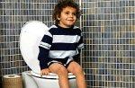 dziecko na toalecie