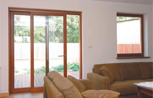 Eleganckie drzwi balkonowe idealnie skomponują się z nowoczesną aranżacją wnętrza