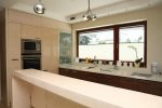 Drewniane okno Capital idealnie komponuje się z nowoczesnym wnętrzem