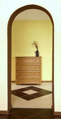 Płytki należy układać symetrycznie względem środka ściany