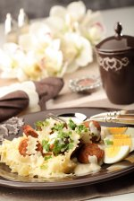 Makaron z białą kiełbasą w sosie chrzanowym