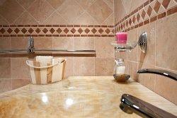 Kamień stwarza przestrzeń – salon łazienkowy